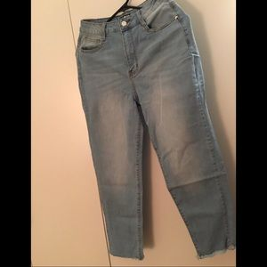 NWOT Ripped Style Jeans